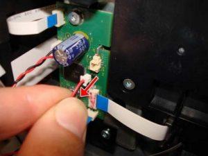 Отсоедините обычный кабель