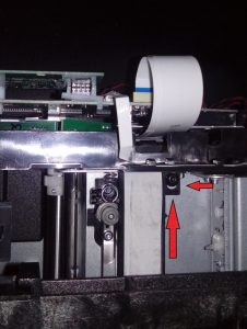 13. Отстегните фиксатор гибкого усилителя.